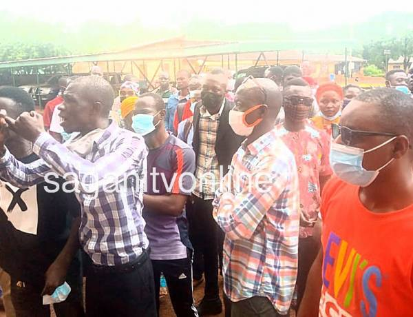 N/R:  Aggrieved teachers storm GES office over promotions
